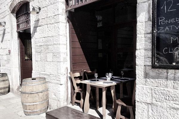 Tavern Kantinon Rovinj: Ooutside