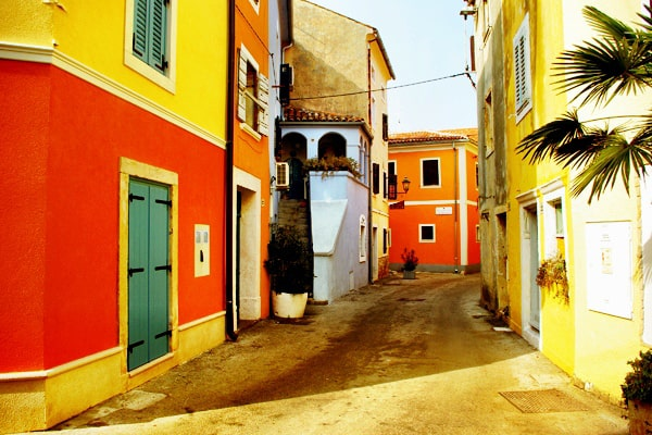 Novigrad Photos: Colorful houses