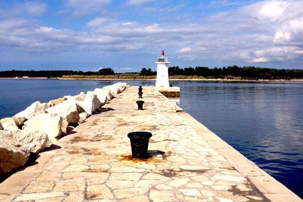 Novigrad protective pier