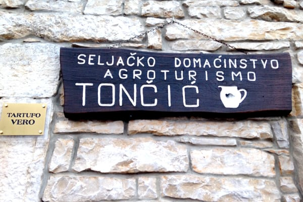 Tavern Toncic Zrenj: Outside sign