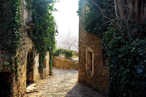 Istrian Hilltop Towns: Mystical Zavrsje