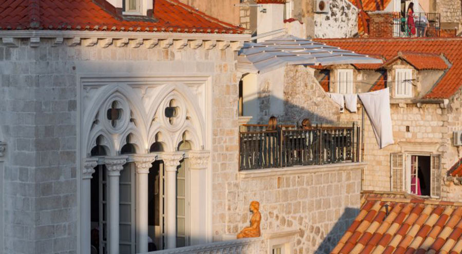 Facade and the rooftop terrace at the restaurant Stara Loza in Dubrovnik