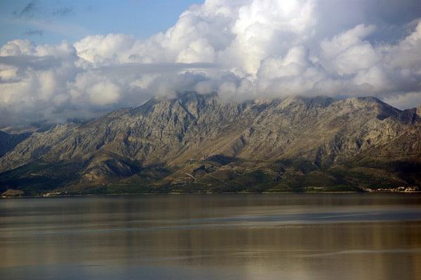 Reasons to visit the Peljesac peninsula: View over Biokovo