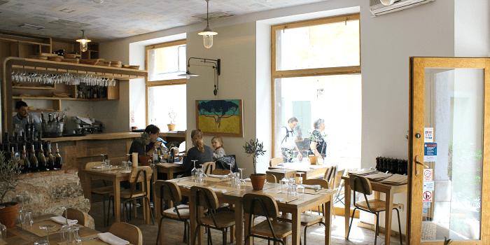Split Restaurants: Interior of the Uje Oil Bar