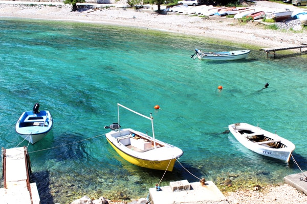 Trstenik Peljesac: pleasure boats docked in Trstenik Peljesac