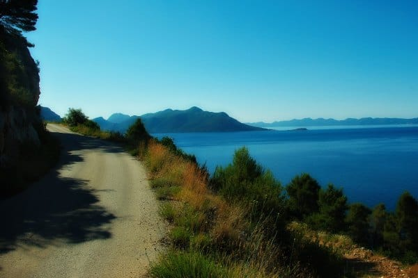 Borak Peljesac, narrow road