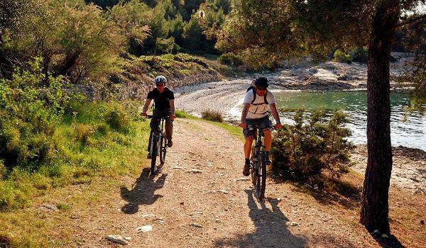 Things to do on Brac Island | Mountain Biking