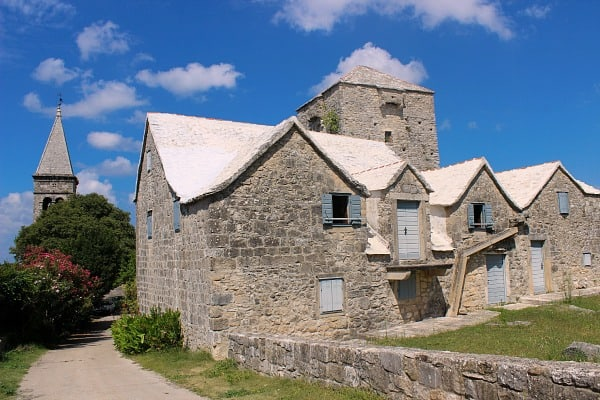 Things to do on Brac Island | A quaint village of Skrip