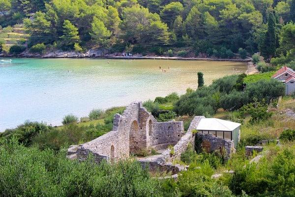 Things to do on Brac Island | Remains of an early Christian church at Lovrecin Beach