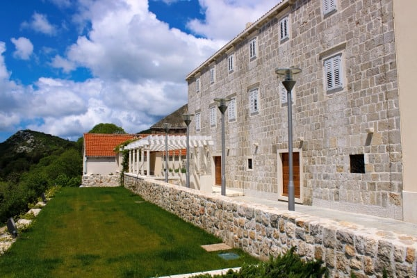 Things To Do On The Peljesac Peninsula | Visit a Winery