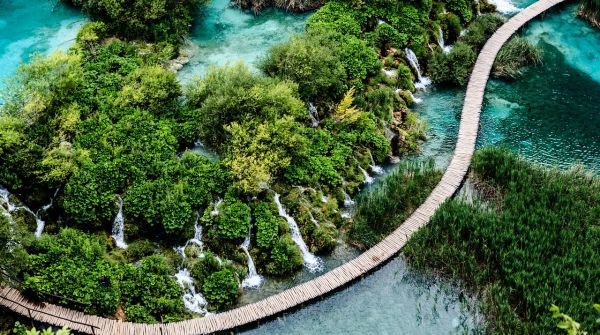 A Complete Travel Guide To Plitvice Lakes | Hiking