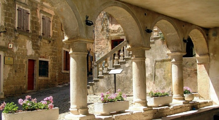 14 enchanting villages in Croatia|Groznjan in Istria