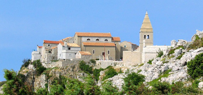 14 enchanting villages in Croatia|Lubenice in Croatia