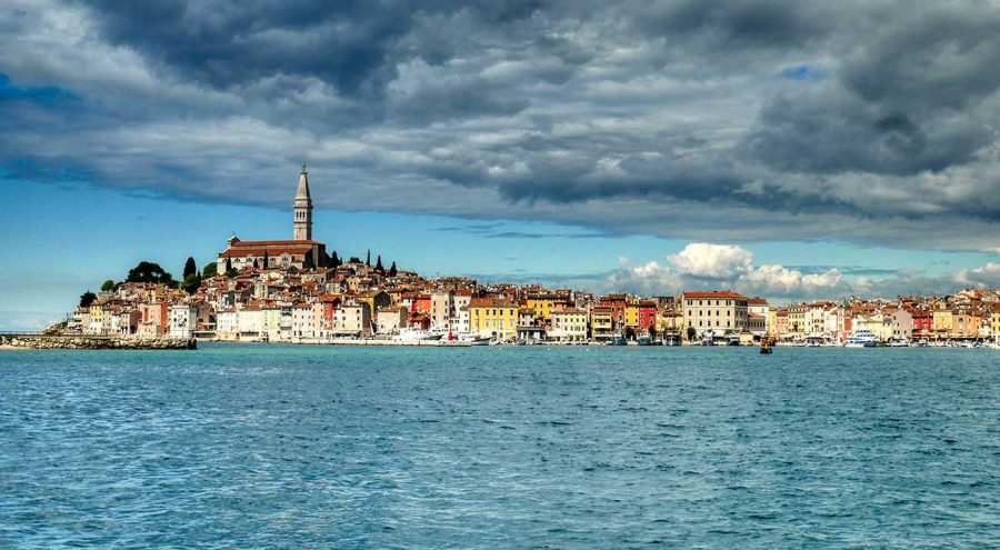 Панорама Ровиня, снятая с городской пристани Курорты в Хорватии