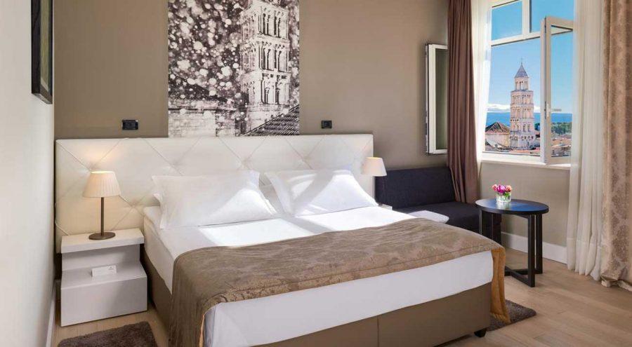 Double room in the heritage hotel Cornaro, Split